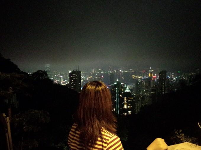 """而山顶上又有多少人正在观望,此时正应了那句""""你在桥上看风景,看风景"""