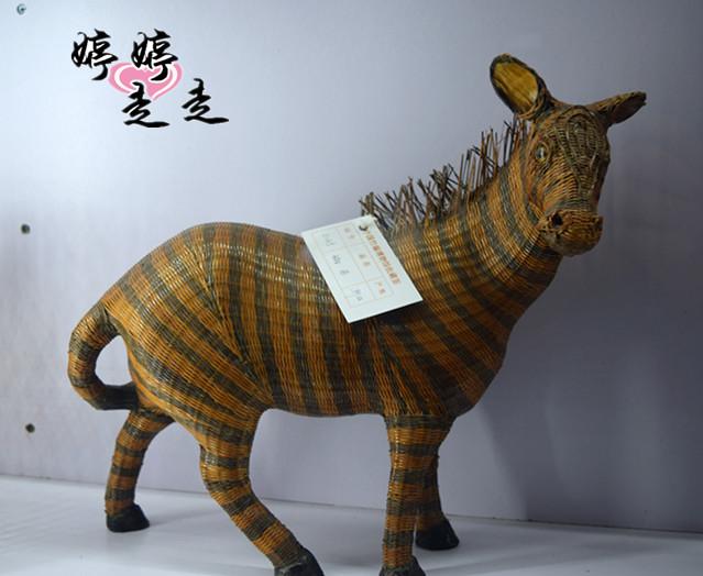 总之生活用品也好,艺术品也好,都显示了极高的竹编技艺.