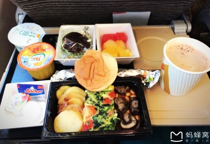上图是阿提哈德航空的飞机餐