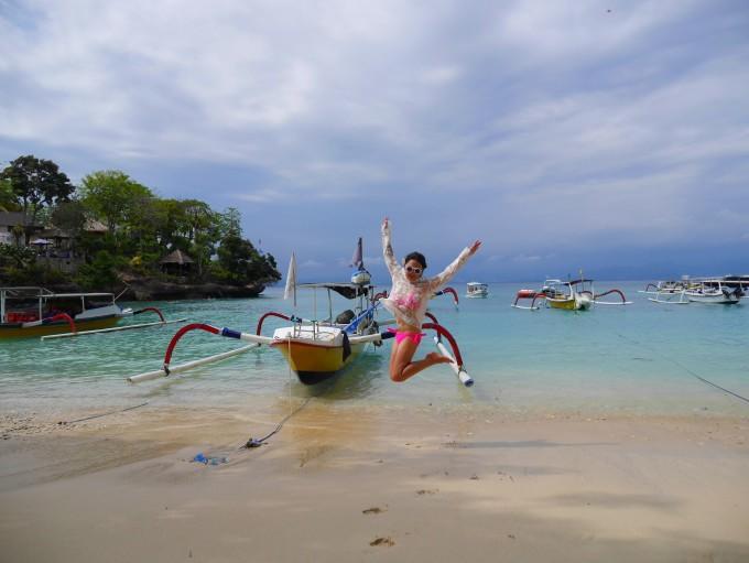 巴厘岛的地区天气状况,除了中部山区气温略低,海边地区气温较高外