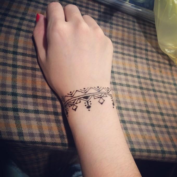 小学生闺蜜手绘纹身