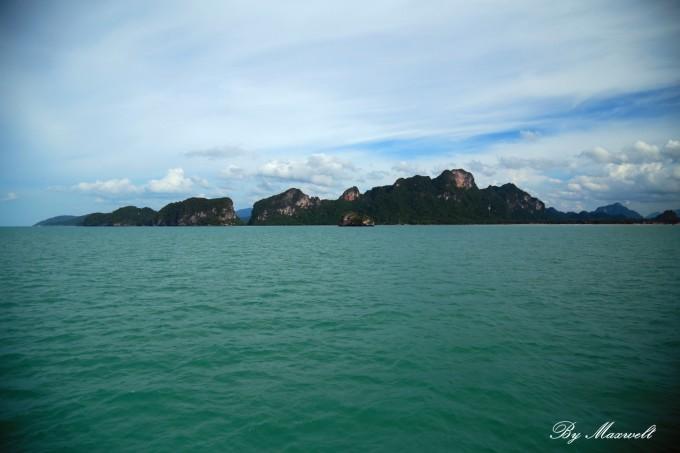 苏梅岛是泰国第三大岛,与泰国本土隔海相望,物资都需要通过