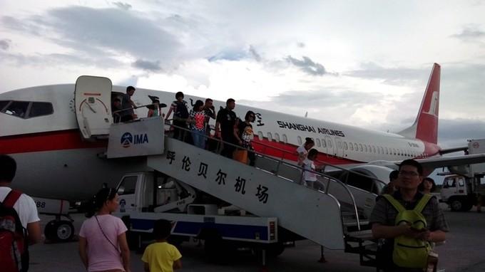 飞机终于抵达呼伦贝尔国际机场