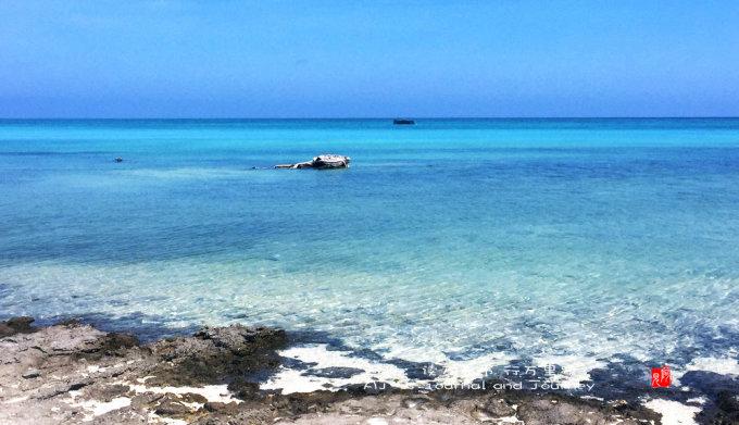 上面是蓝色的天空                               下面是更蓝的大海